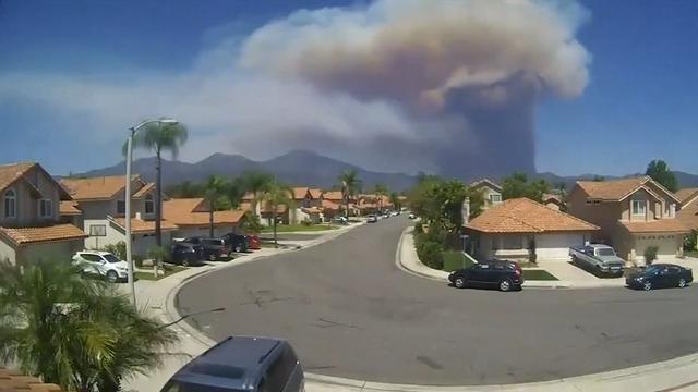 Timelapse toont begin enorme aangestoken bosbrand in Californië