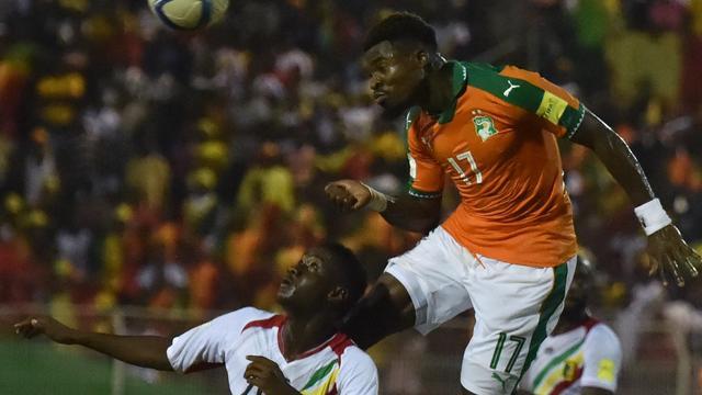 FIFA onderzoekt gebaar PSG-verdediger Aurier