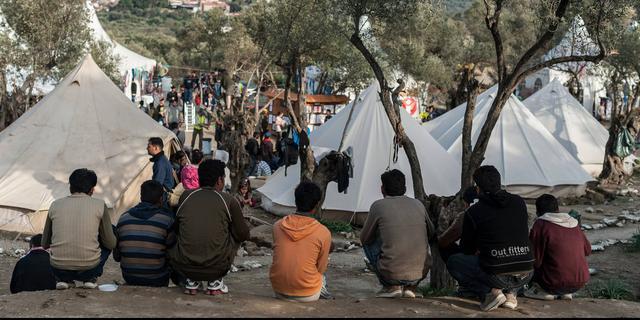 Griekse politie pakt vijf mensen op voor brand in vluchtelingenkamp Moria