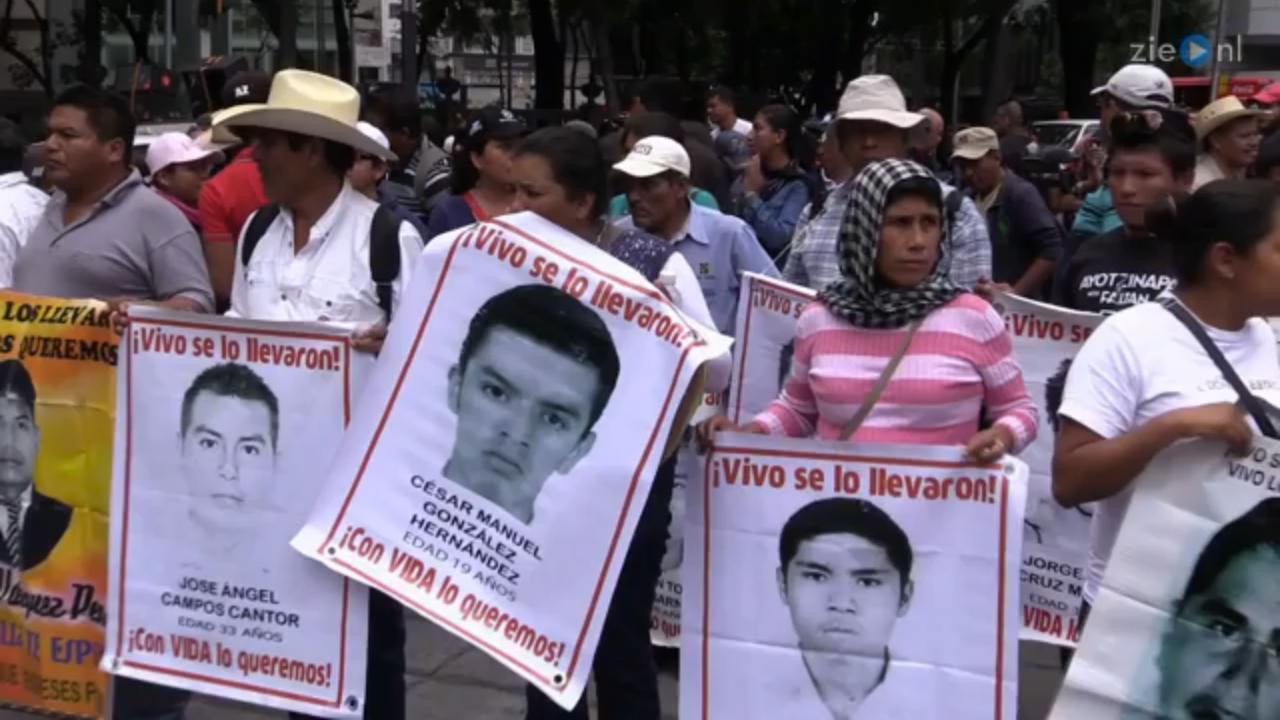 Duizenden marcheren om antwoorden ontvoeringen studenten