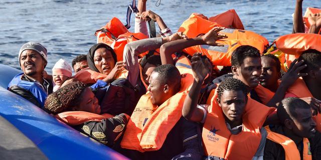 Zeker dertig migranten komen om na schipbreuk voor kust Libië