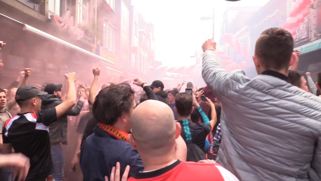 Binnenstad Eindhoven al vol met feestende PSV-fans