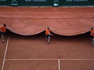 Weersomstandigheden schoppen tweede dag Roland Garros in de war.