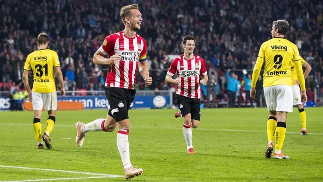 Koploper PSV verslaat VVV en blijft foutloos in Eredivisie