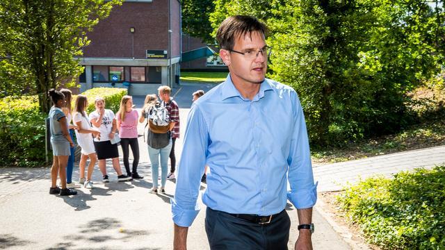 Minister wil VMBO-bestuurder Maastricht nog niet wegsturen