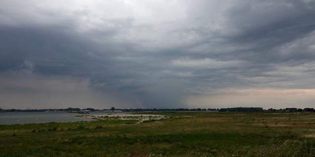 Weerbericht: Vooral in het oosten onweer en buien, later opklaringen
