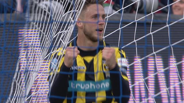 Van Wolfswinkel kopt Vitesse op 1-0 na mistasten Krul