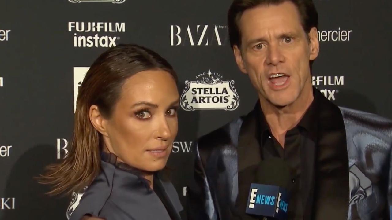 Jim Carrey brengt verslaggeefster van haar stuk op rode loper