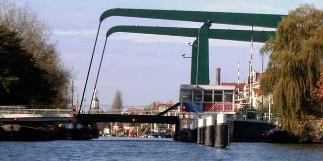 Sumatrabrug van en naar Bedrijventerrein De Waard tijdelijk afgesloten