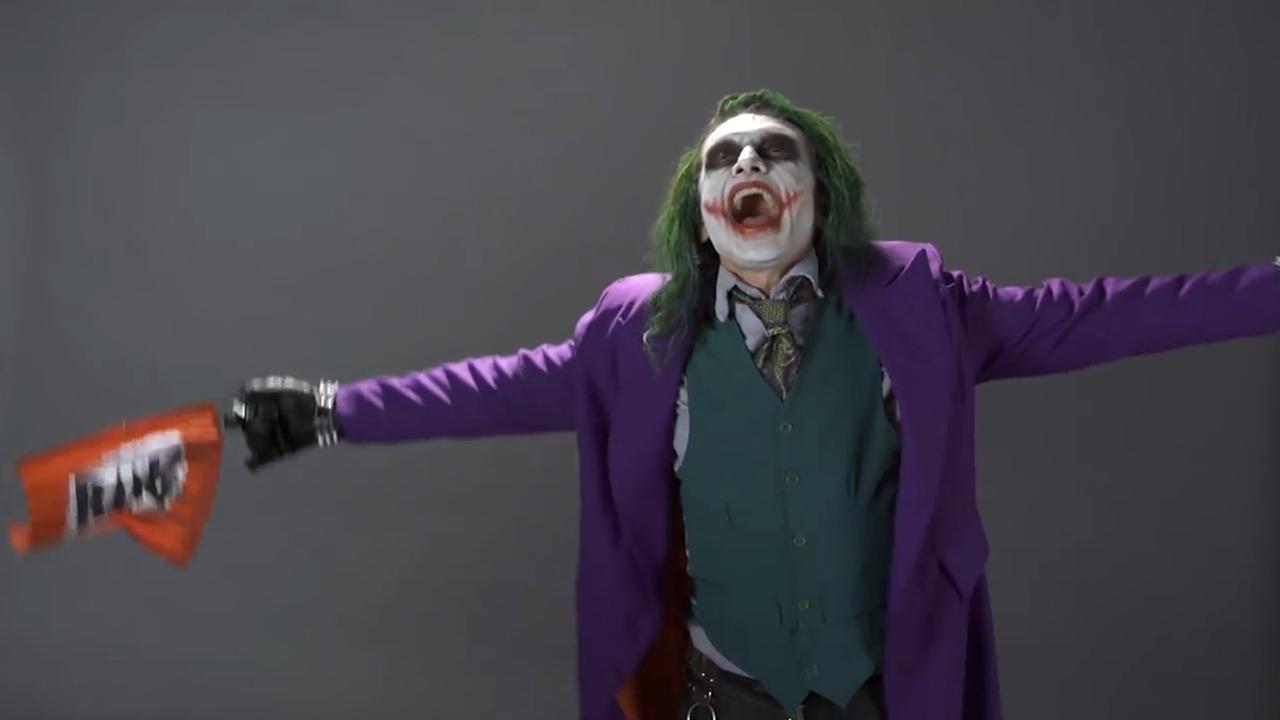 Regisseur Tommy Wiseau maakt aparte auditievideo als The Joker