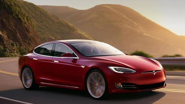 Tesla Model S vliegt spontaan in brand in Amerikaanse garage
