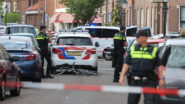 Politie lost schoten na mogelijke steekpartij Neptunusstraat, één gewonde