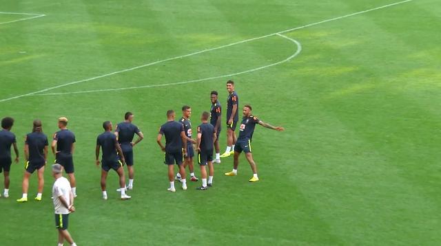 Neymar imiteert Ronaldo na goal in training