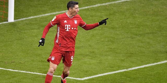 Bayern boekt mede dankzij recordgoal Lewandowski thuiszege op Freiburg
