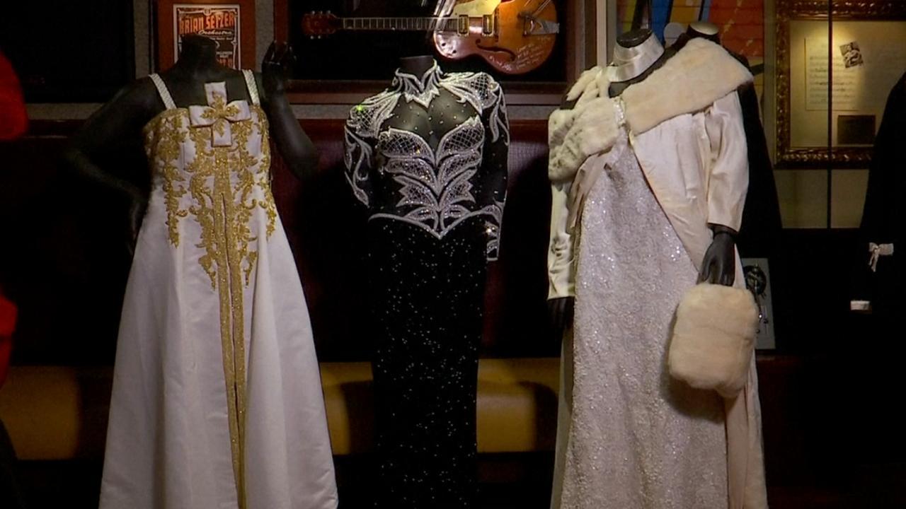 Deze iconische jurken van Aretha Franklin worden geveild
