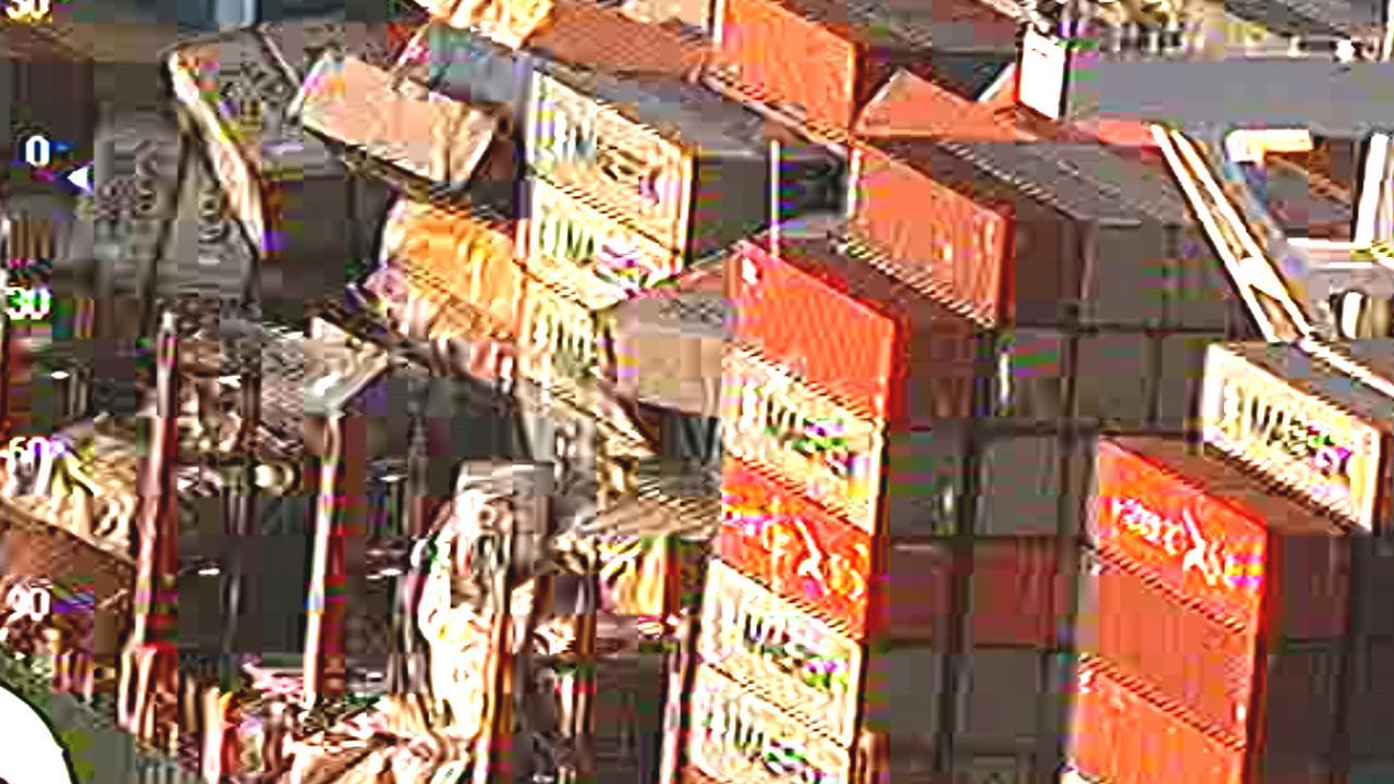 Luchtbeelden Kustwacht tonen omgevallen lading containerschip