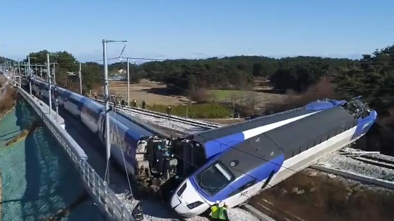 Enorme ravage na ontsporen trein Zuid-Korea