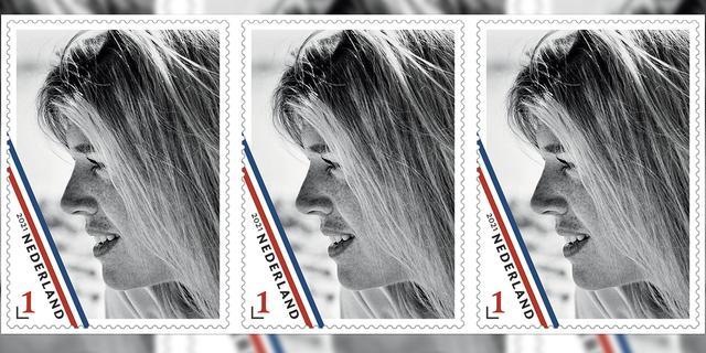Privéfoto uit kamer Willem-Alexander gebruikt voor jubileumzegel Máxima