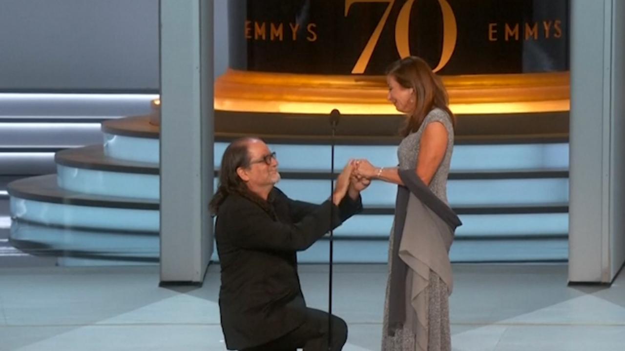 Emmy-winnaar Glenn Weiss doet huwelijksaanzoek tijdens speech