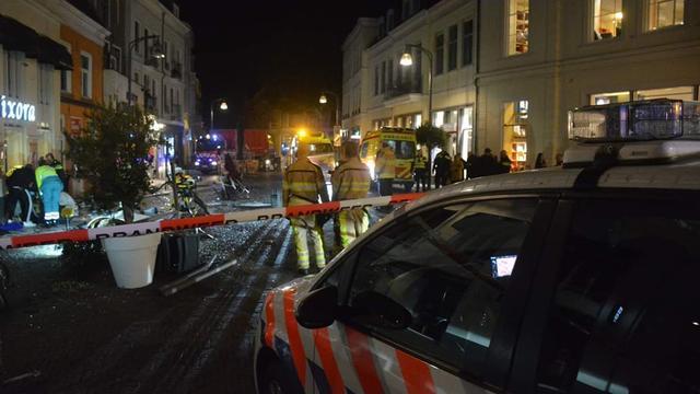 Automobilist rijdt in op terras in Deventer, vier gewonden