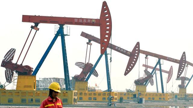 Olieprijzen gaan hard omlaag door escalerend handelsconflict