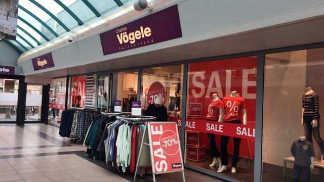 Modeketen Charles Vögele Breda nog even open