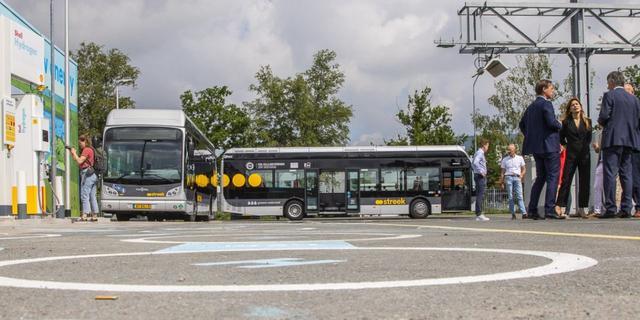 Waterstoftankstation voor nieuwe bussen geopend aan Peizerweg