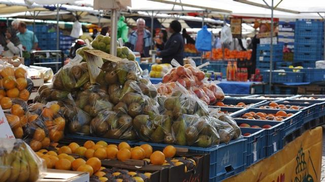 Strengere maatregelen tegen drukte op markten in Amsterdam