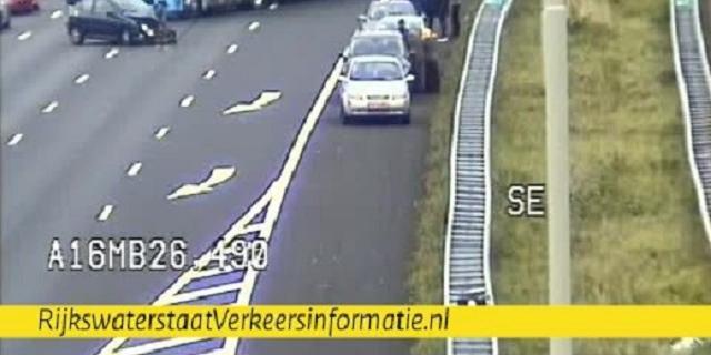 Drie rijstroken op A16 tijdelijk dicht door ongeluk tussen meerdere auto's