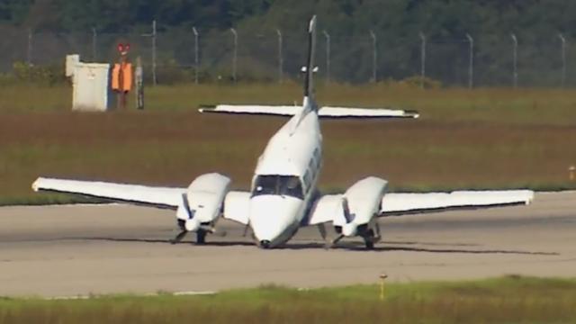 Vliegtuig remt af met neus tijdens noodlanding in Amerika