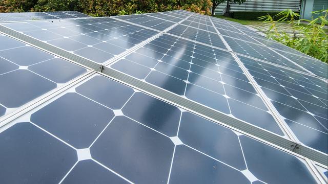 Britse spoorbeheerder test traject aangesloten op eigen zonnepark