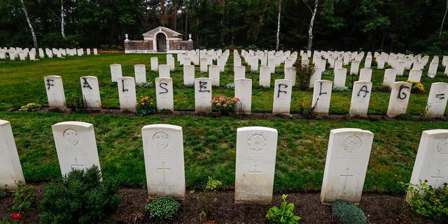Britse begraafplaats Mierlo na vandalisme op tijd schoon voor herdenking