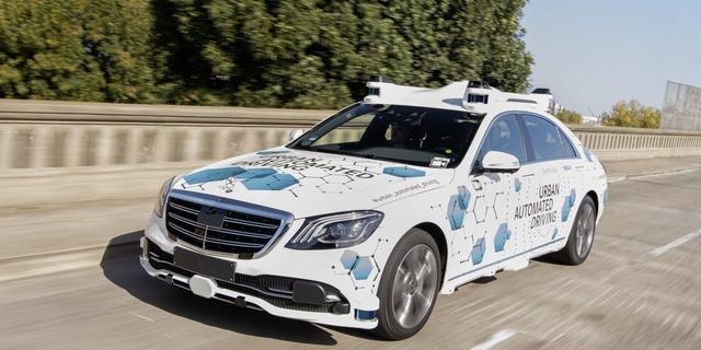 Bosch en Mercedes-Benz starten in VS proef met deels zelfrijdende taxi's