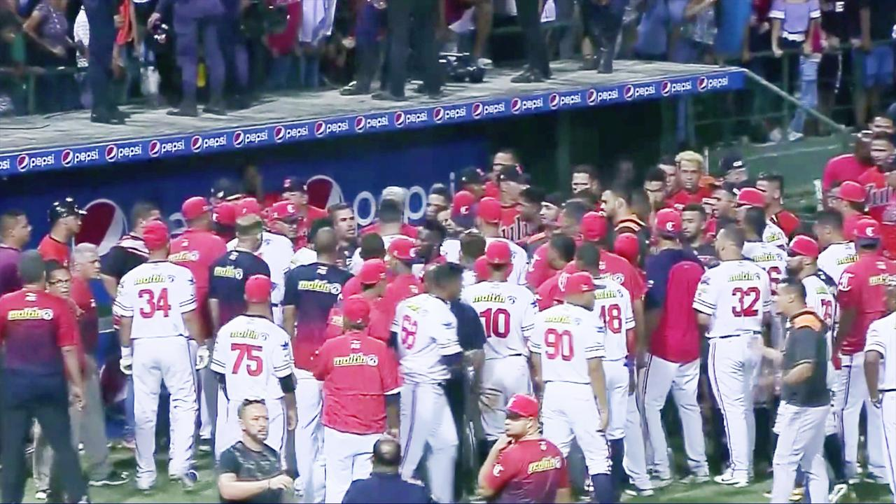 Venezolaanse honkbalwedstrijd loopt volledig uit de hand