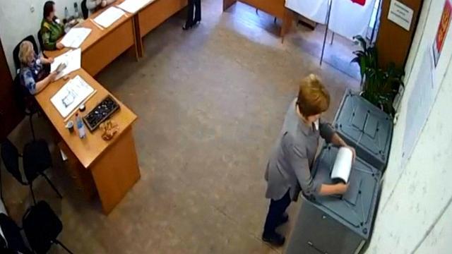 'Webcambeelden tonen vermoedelijke kiesfraude in Rusland'