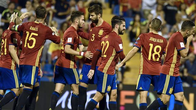 Winnend Spanje dankzij misstap Italië zeker van WK
