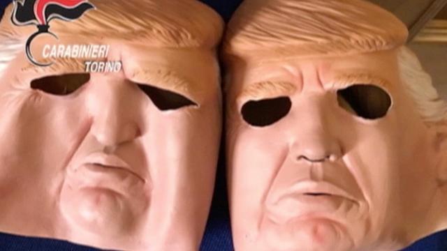 Broers overvallen bank in Turijn met maskers van Donald Trump