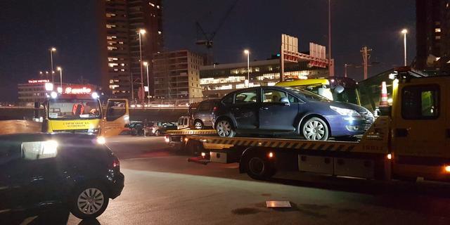 Dertien auto's en honkbalknuppel ingenomen bij controle op Willemplein