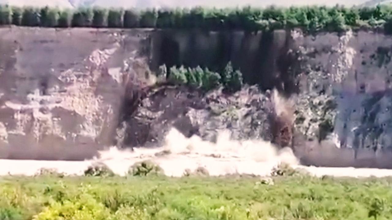 Deel van rotswand stort in Nieuw-Zeelandse rivier na noodweer