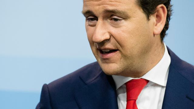 Oppositie hekelt 'verkwisting' miljoenen door sectorplannen Asscher
