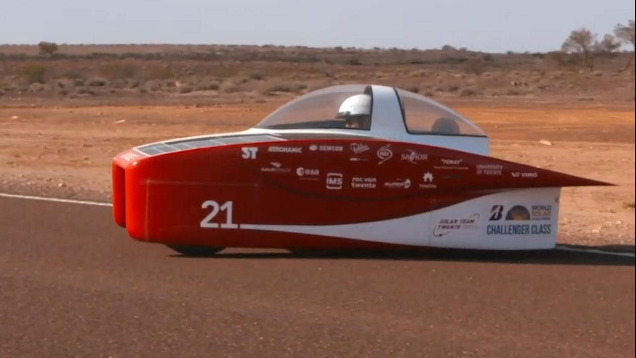 Zonneauto Solar Team Twente slaat over de kop in Australië