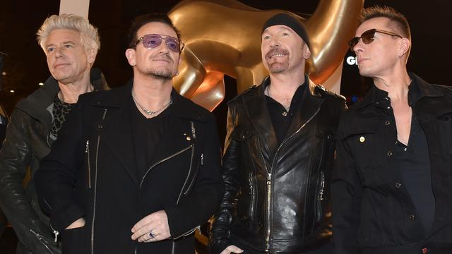 U2 geeft verrassingsoptreden in metrostation New York