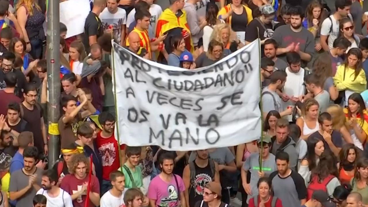 Duizenden Catalanen de straat op uit protest tegen politiegeweld