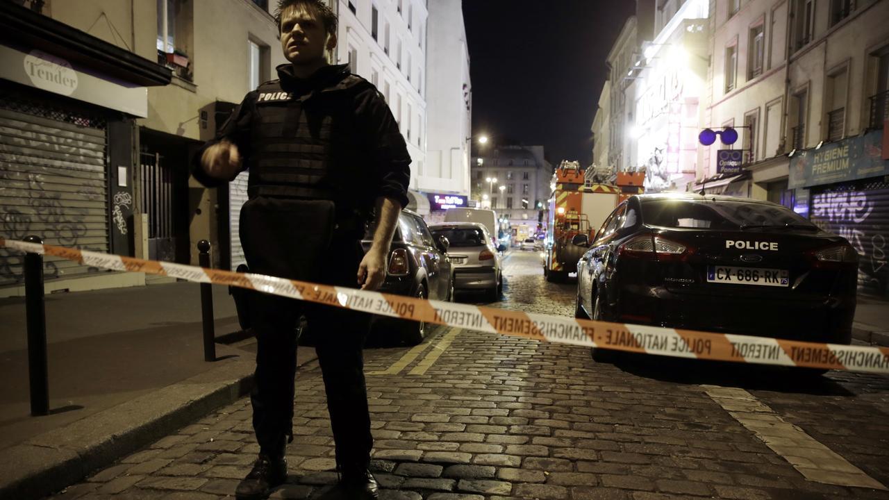 Veel politie op straat na schietpartijen en explosies Parijs