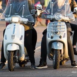 Scooterverkopen op hoogste niveau sinds 2012, elektrische scooter in trek