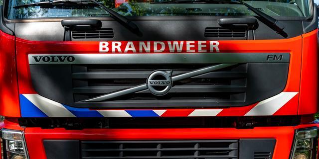 Man vergeet handrem: auto rolt Eerste Binnenhaven van Scheveningen in