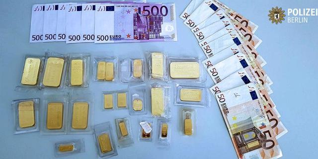 Man in Berlijn brengt gevonden tas met goud en 3500 euro naar politie