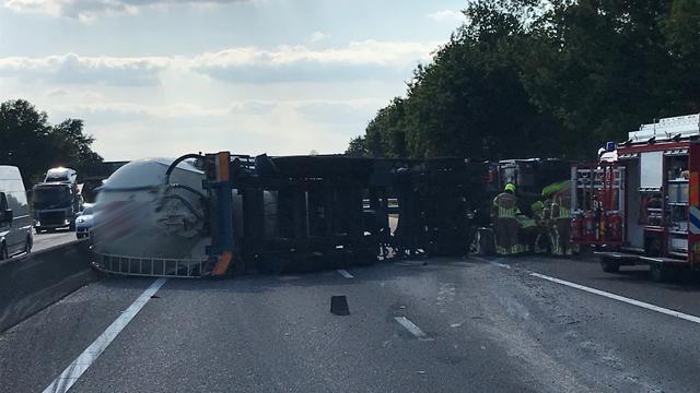 A67 tot na avondspits afgesloten na nieuw ongeluk bij Helden