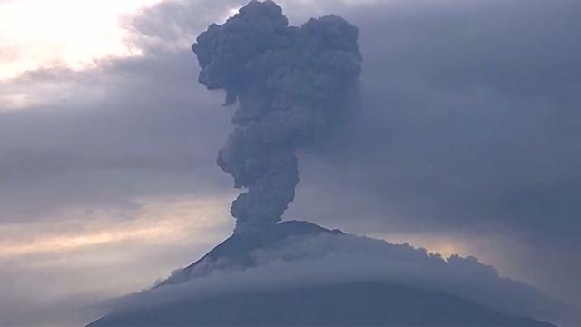 Vulkaan Popocatépetl barst in korte tijd drie keer uit