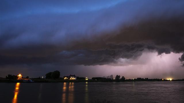 KNMI geeft code geel af voor meerdere provincies vanwege onweer